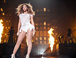 Beyonc� se apresenta na arena Mohegan Sun, em Connecticut (EUA), durante o show da turn� 'Mrs. Carter Show World Tour 2013'