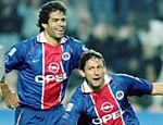 Leonardo e Raí comemoram gol do PSG