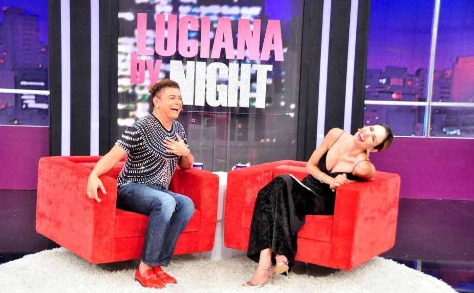 Luciana Gimenez entrevista o humorista David Brazil no 'Luciana by Night'