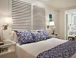 A cama é um item grande e fundamental e, por isso, deve ter prioridade na escolha e na compra. Projeto das arquitetas Bitty Talbot e Cecilia Teixeira