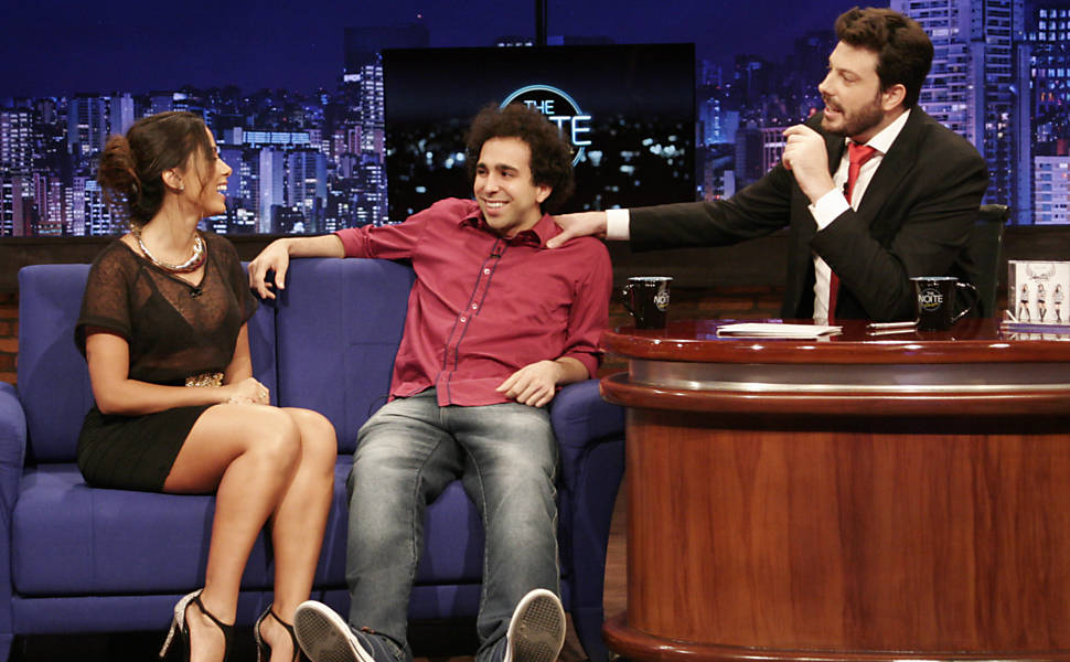 "Anitta participa do ""The Noite"", com Danilo Gentili, no SBT"