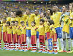 . Belo Horizonte (Brazil), 08/07/2014.- Brazilian players sing the national anthem before the FIFA World Cup 2014 semi final match between Brazil and Germany at the Estadio Mineirao in Belo Horizonte, Brazil, 08 July 2014.   (RESTRICTIONS APPLY: Editorial Use Only, not used in association with any commercial entity - Images must not be used in any form of alert service or push service of any kind including via mobile alert services, downloads to mobile devices or MMS messaging - Images must appear as still images and must not emulate match action video footage - No alteration is made to, and no text or image is superimposed over, any published image which: (a) intentionally obscures or removes a sponsor identification image; or (b) adds or overlays the commercial identification of any third party which is not officially associated with the FIFA World Cup) (Brasil, Alemania, Mundial de Fútbol) EFE/EPA/SHAWN THEW EDITORIAL USE ONLY