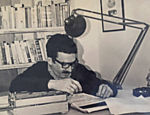 "Gabriel García Márquez revisa os originais de ""Cem Anos de Solidão"". A imagem é parte do acervo do Nobel doado ao Centro Harry Ransom Center, na Universidade do Texas (EUA)"