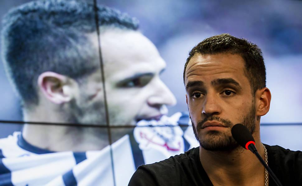 055f921916 Renato Augusto pede desculpas à torcida por saída do Corinthians ...