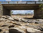 Riacho Caibros completamente seco no cruzamento com a BR 428, no município de Cabrobó, em Pernambuco