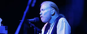 O músico Gregg Allman em maio de 2016, em show em Catoosa, Oklahoma – Tom Gilbert/Tulsa World/Associated Press