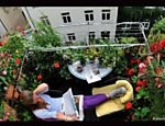 """Férias na """"Sacadolândia"""" - Os locais preferidos dos alemães para passar as férias são a própria Alemanha, a Espanha ou a Turquia. Há até uma expressão para quem fica em casa nas férias: """"Urlaub auf Balkonien"""", de Balkon=sacada"""