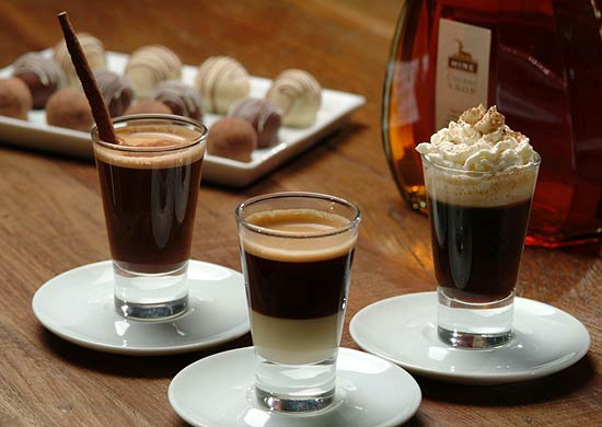 Caffe Latte serve expressos com chocolate e macadmia; leite condensado; e licor de cacau com chantili (foto)