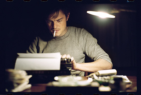 "Sam Riley interpreta Sal Paradise, alter ego de Jack Kerouc no filme ""Na Estrada"", adaptação para os cinemas de ""On the Road"""