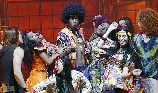 Cena do musical &quot;Hair&quot;, montagem da dupla Claudio Botelho e Charles Meller