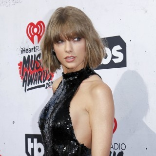 Singer Taylor Swift poses at the 2016 iHeartRadio Music Awards in Inglewood, California, April 3, 2016. REUTERS/Danny Moloshok ORG XMIT: DLM182