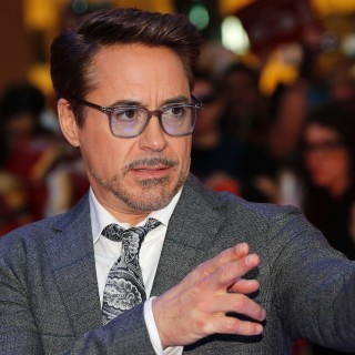 US actor Robert Downey Jr. poses on the red carpet arriving for the European Premiere of the film Captain America: Civil War in London on April 26, 2016 / AFP PHOTO / ADRIAN DENNIS