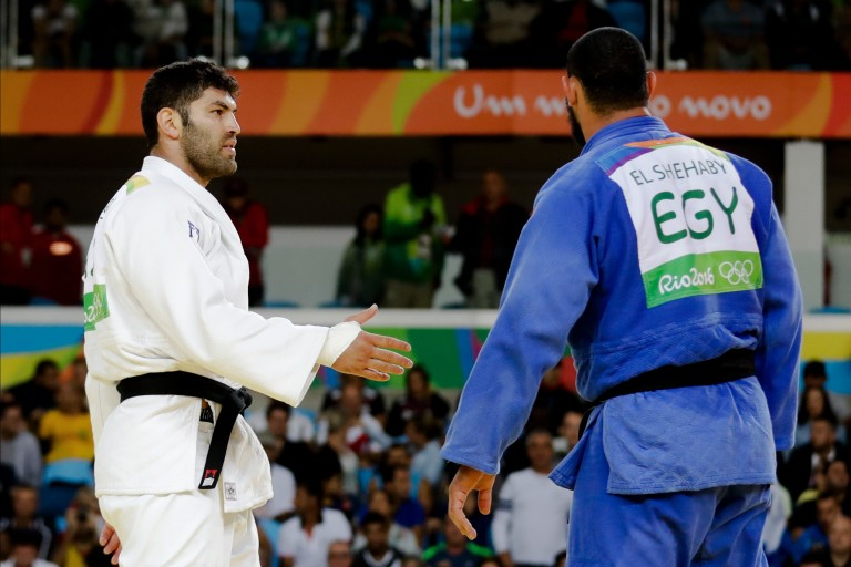 Egypt's Islam El Shehaby, blue, declines to shake hands with Israel's Or Sasson, white, after losing during the men's over 100-kg judo competition at the 2016 Summer Olympics in Rio de Janeiro, Brazil