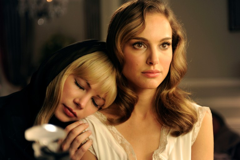 "Natalie Portman e Michelle Williams em ""Greed"""