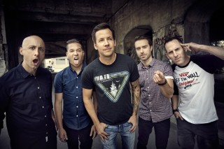 A banda canadense de pop punk Simple Plan faz show na semana *** ****