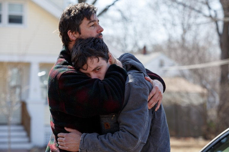 Kyle Chandler e Casey Affleck em cena do longa do cineasta norte-americano Kenneth Lonergan