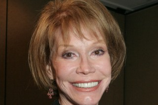 CORRECTS DATE OF PHOTO TO 2005  FILE - This Sept. 19, 2005, file photo shows Mary Tyler Moore at the 26th Annual News and Documentary Emmy Awards ceremony in New York. Moore died Wednesday, Jan. 25, 2017, at age 80. (AP Photo/Tina Fineberg, File) ORG XMIT: NYET337