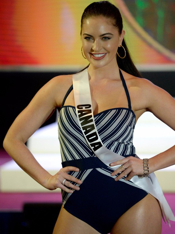 Miss Canada Siera Bearchell participates in a swimwear fashion show in Cebu City, central Philippines on January 17, 2017.  The Miss Universe pageant will be held on January 30. / AFP PHOTO / NOEL CEL