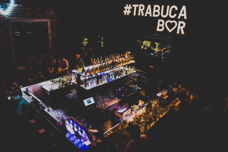 Ambiente do bar Trabuca, no Itaim