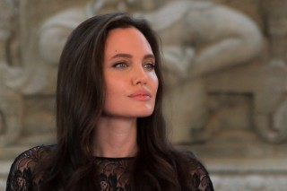 Actress Angelina Jolie attends a news conference at a hotel in Siem Reap province, Cambodia, February 18, 2017. REUTERS/Samrang Pring ORG XMIT: GGGPPH06