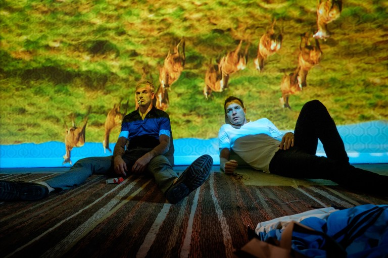 Jonny Lee Miller e Ewan McGregor em cena de 'T2 Trainspotting'