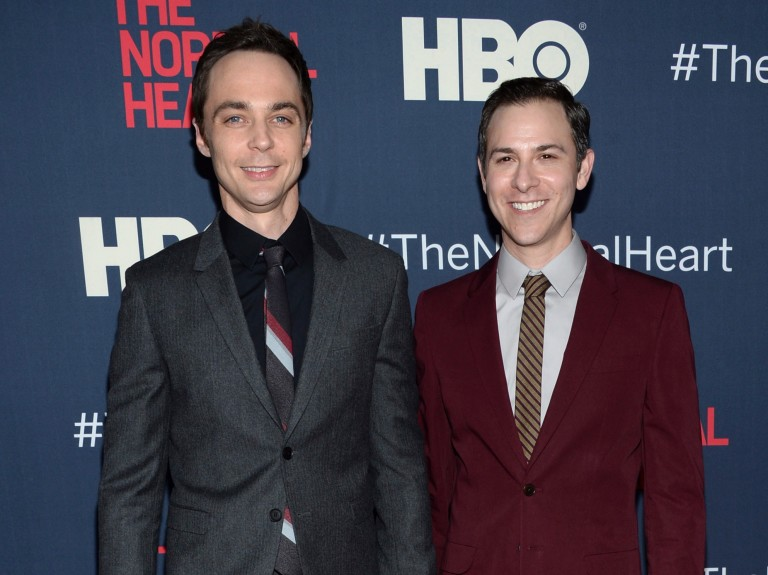 "Jim Parsons e Todd Spiewak na première do filme para a HBO, ""The Normal Heart"", em 2014"