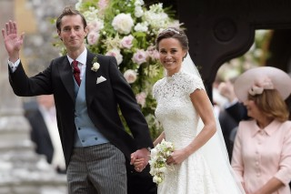 IIM-15157. Englefield (United Kingdom), 20/05/2017.- Pippa Middleton (R) and James Matthews (L) leave the St Mark's church after their wedding ceremony in Englefield, Berkshire, Britain, 20 May 2017. Pippa Middleton, the younger sister of Catherine, the Duchess of Cambridge married financier James Matthews. (Duque Duquesa Cambridge) EFE/EPA/STRINGER / POOL UK OUT ORG XMIT: IIM-15157