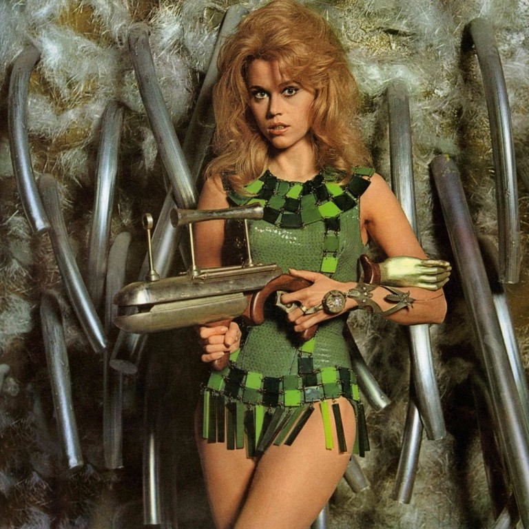 Jane Fonda como a personagem título de 'Barbarella'