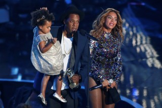 FILE PHOTO -  Jay-Z presents the Video Vanguard Award to his wife Beyonce as he holds their daughter Blue Ivy during the 2014 MTV Video Music Awards in Inglewood, California August 24, 2014.   REUTERS/Mario Anzuoni/File Photo ORG XMIT: SIN08