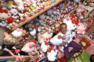 This photo taken on June 28, 2017 shows retired Japanese police officer Masao Gunji posing with his Hello Kitty collection at his pink-painted Hello Kitty house in Yotsukaido, Chiba prefecture. Gunji was recognised for the largest Hello Kitty collection (5,169 items) by the Guinness World Records in November 2016. / AFP PHOTO / AFPBB News / Yoko AKIYOSHI /  - Japan OUT / -----EDITORS NOTE --- RESTRICTED TO EDITORIAL USE - MANDATORY CREDIT