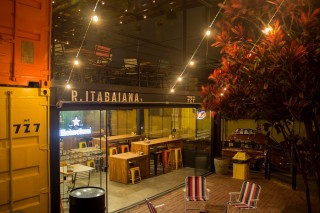 Fachada do bar Lazy Park, na zona leste *** ****