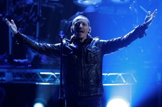 FILE PHOTO: Chester Bennington of Linkin Park performs at the 40th American Music Awards in Los Angeles