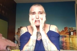 Sinead O'Connor em vídeo publicado no Facebook