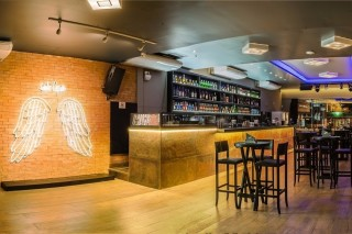 Santo Cupido Bar, na região do Itaim, tem happy hour e festas com DJs