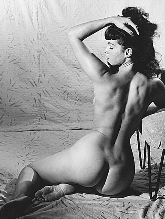 Bettie Page, s�mbolo sexual da d�cada de 1950, popularizou o pin-up e foi uma das musas da revolu��o sexual