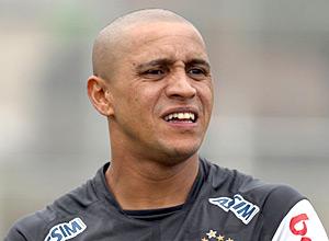 Roberto Carlos participa de treino do Corinthians