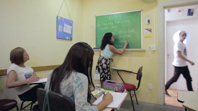 Alunos em sala de aula, na capital de São Paulo