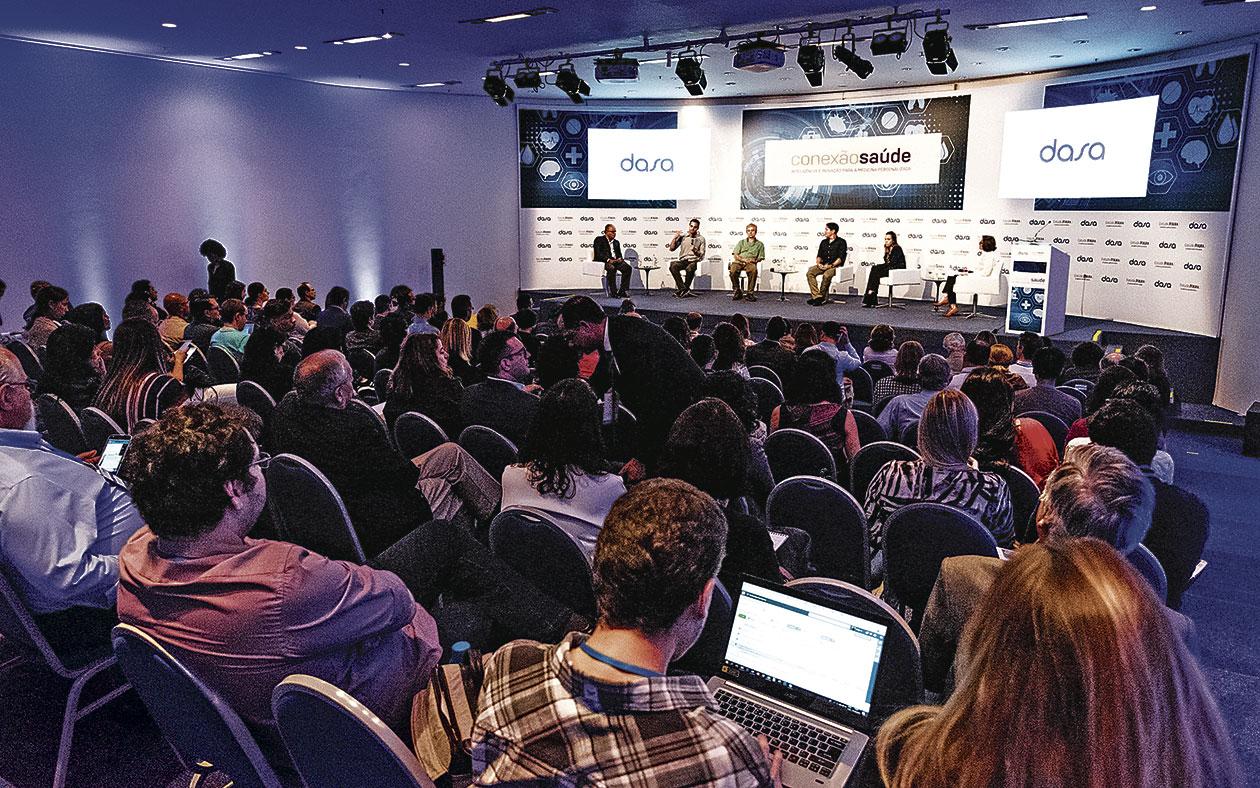 Público acompanha um dos painéis do Seminário Conexão Saúde - Inteligência e Inovação para a Medicina Personalizada, realizado em São Paulo