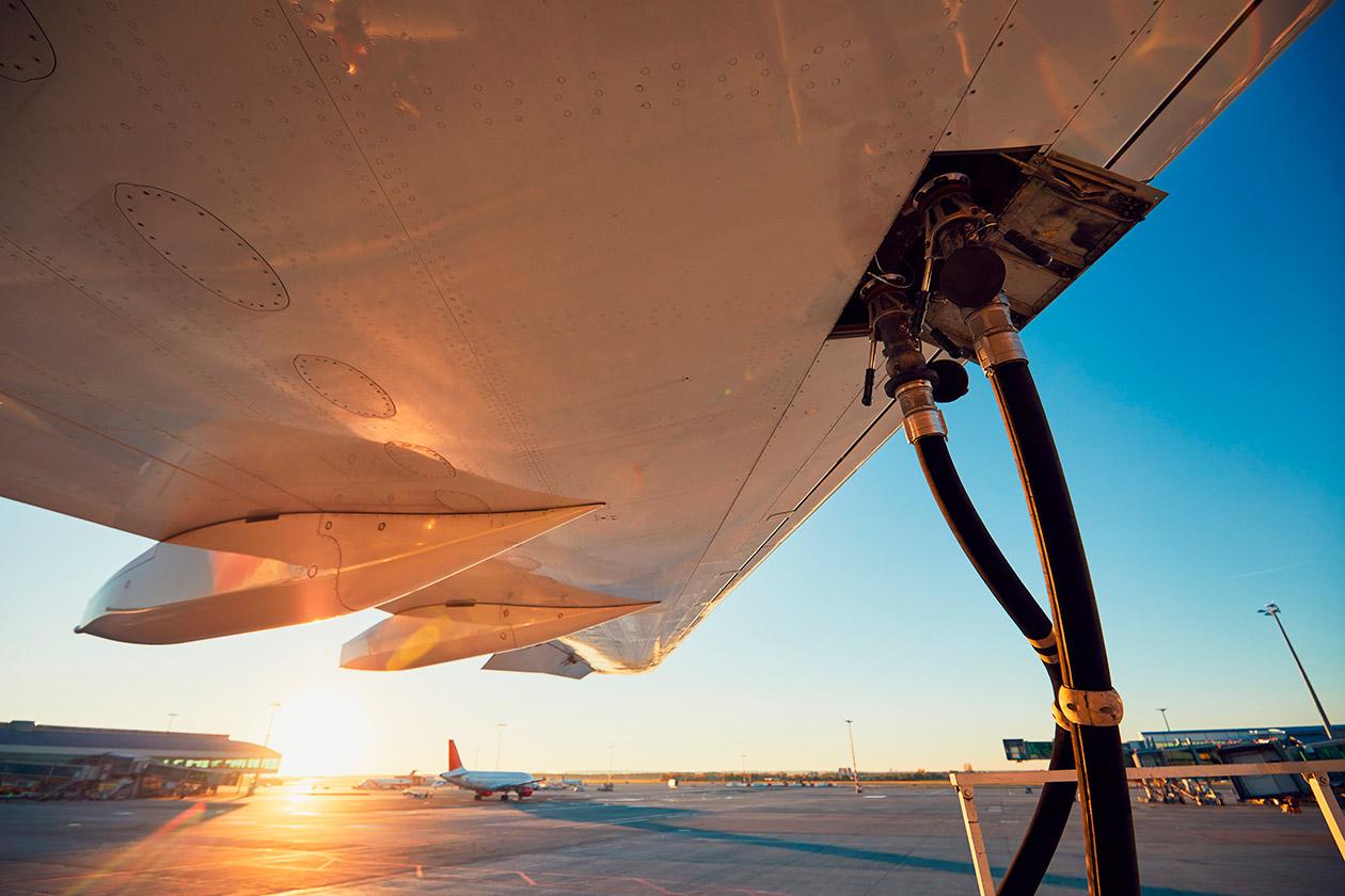 Entenda por que o combustível de aviação no Brasil é um dos mais ...