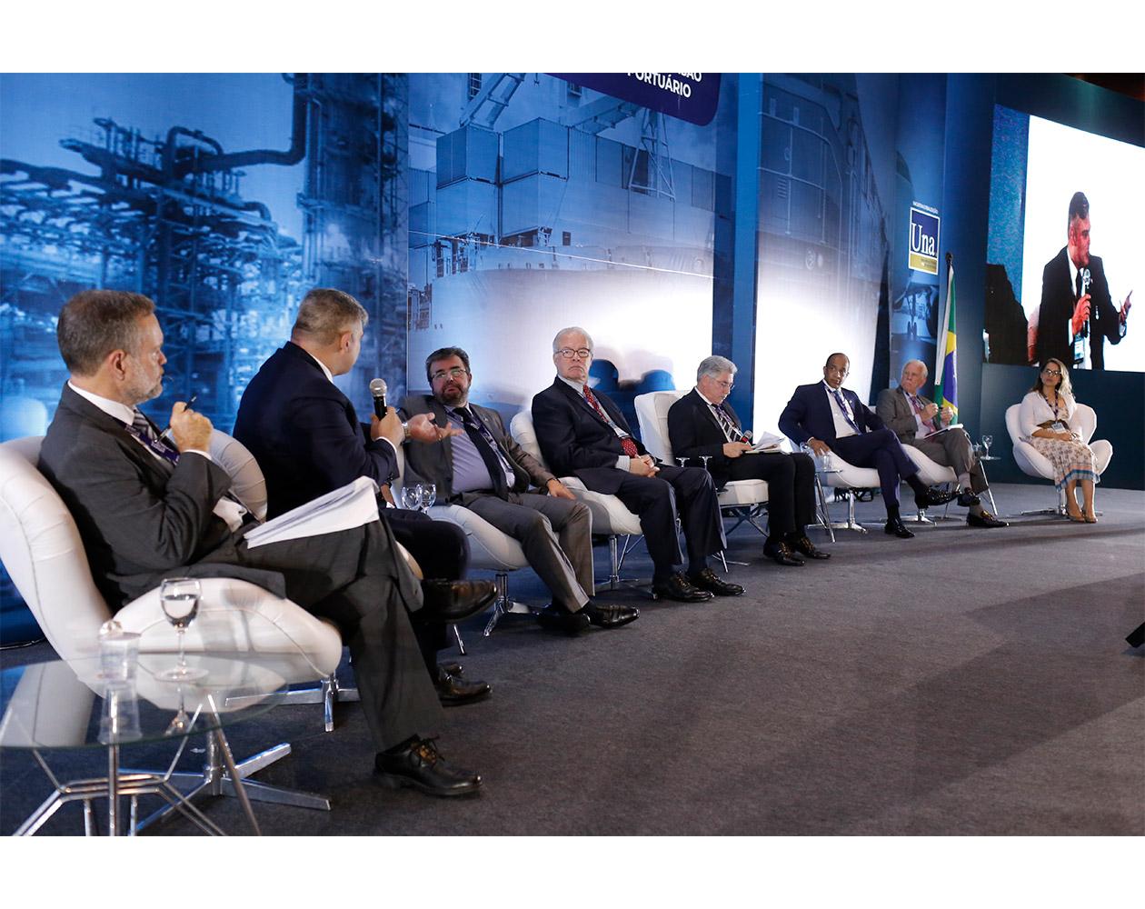 Mesa que discutiu as regulações no sistema portuário