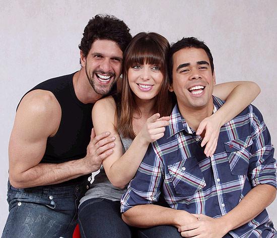 """Sheila Mello com os atores Guilherme Chelucci e Tiago Pessoa em foto de divulgação de """"Três Possibilidades"""""""