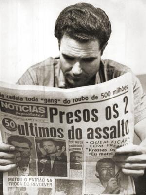 """Garifalos Nikolaus Krassas, assassino do funcionário do Moreira Salles, lê o """"NP"""""""