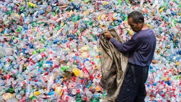 A China é o maior importador global de vários produtos para reciclagem