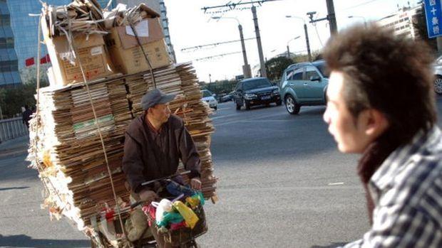 Grande parte do papelão importado pelos chineses se transforma em caixas para produtos novos