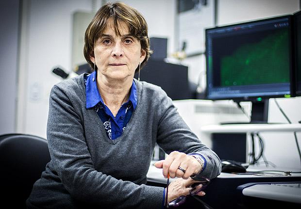 SAO PAULO - SP - 05.05.2014 - A professora e presidenta da SPBC Sociedade Brasileira para Progresso da Ciencia, Helena Nader, em um laboratorio da Unifesp em SP. (Foto: Raquel Cunha/Folhapress, CIENCIA) ***EXCLUSIVO***