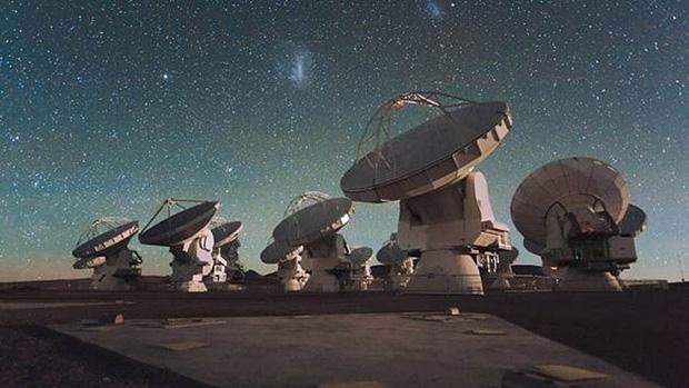 Antenas do Alma, no Chile, cujas imagens ajudaram a desvendar detalhes da bolha gigante