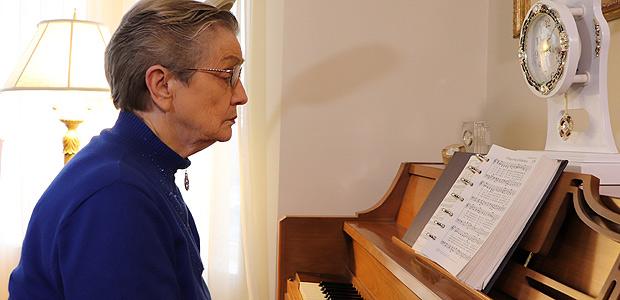LaVonne Moore, 85, dos EUA, foi uma das voluntárias que recebeu o implante cerebral