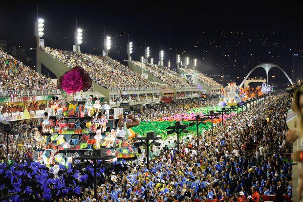 Vista da Marquês da Sapucaí; Crivella anuncia corte de subvenção paga às escolas de samba do Rio