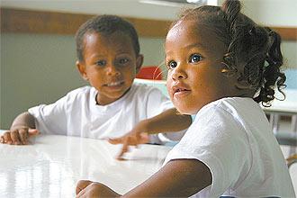 Vitória Vieira, 3, na creche do Espaço de Desenvolvimento Infantil na favela Parque Alegria, onde mora, no centro do Rio de Janeiro