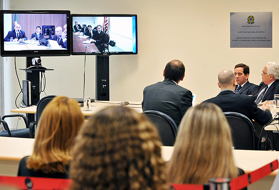 Depoimento do piloto americano Jan Paul Paladino, acompanhado pelo juiz federal Murilo Mendes no Departamento de Recuperação de Ativos do Ministério da Justiça